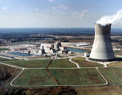 Figure 7.9: The containment building and cooling tower of Callaway Nuclear Generating Station near Fulton, Missouri.