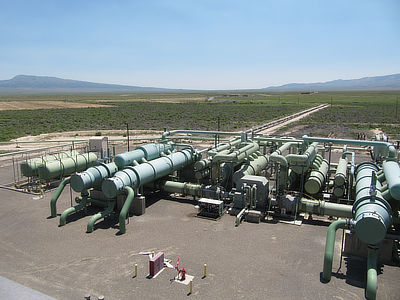 Figure 7.17: The 13 MW Raft River Geothermal Plant near Malta, Idaho was the first commercial-sized binary cycle geothermal plant in the world. The plant's condensers and heat exchangers are pictured here.